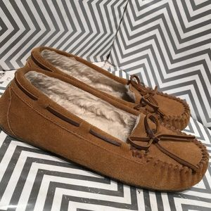 Minnetonka Cassie Slippers 4036 Girls size 5